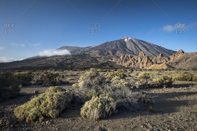 Los roques de garcia and pico del teide (3718 m) in the caldera de las canadas, el teide national park, unesco world heritage, tenerife, canary islands, spain