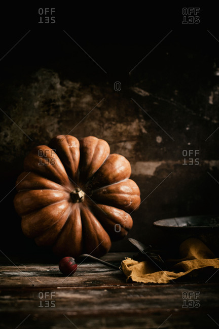 A pumpkin leaned on a rusty background