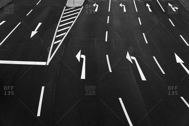Road markings on multiple lane highway