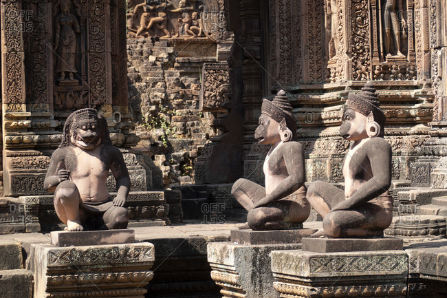 Monkey statues at the entrance of Banteay Srei