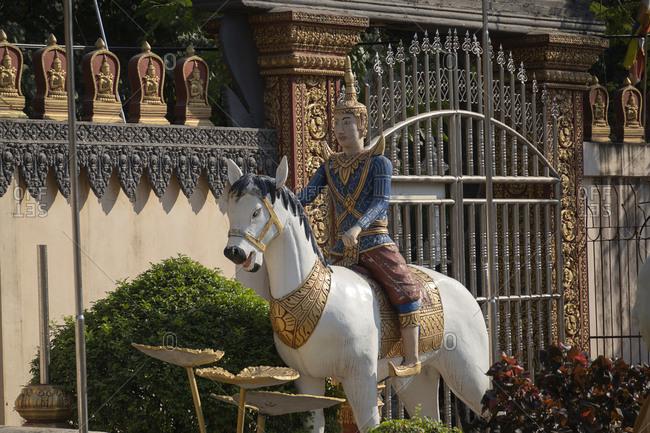 Statues at Wat Preah Prom Rath
