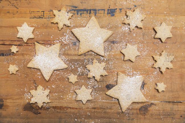Star and snowflake shaped Christmas cookies