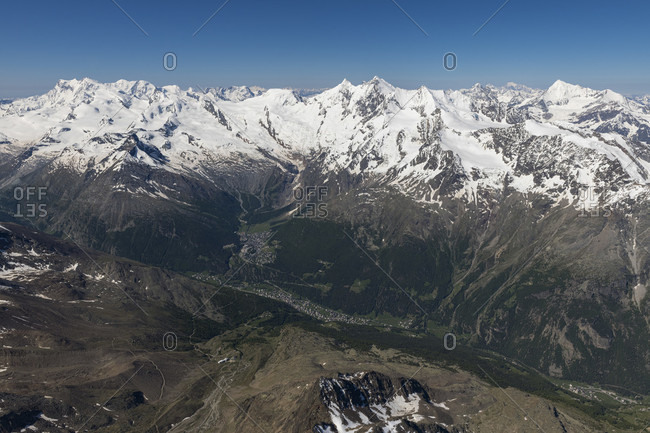 Switzerland, Canton Valais, Saas Valley, Saas-Fee with a view of Monte Rosa, Liskamm, Castor, Pollux, Breithorn, Strahlhorn, Rimpfischhorn, Allalinhorn, Alphubel, Taschhorn, Dom, Nadelgrat and Weisshorn,
