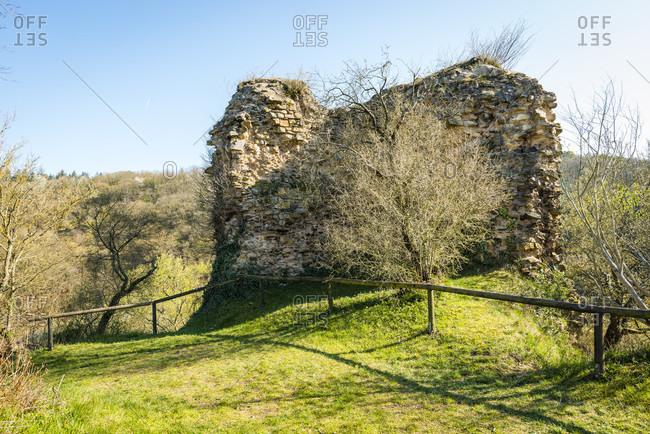 Tower rest on the south side of Burg Sponheim, in the Soonwald (Hunsruck) lies on a ridge outside with hump blocks founded by Counts von Sponheim, Hildegard von Bingen, Jutta von Sponheim, Spornburg