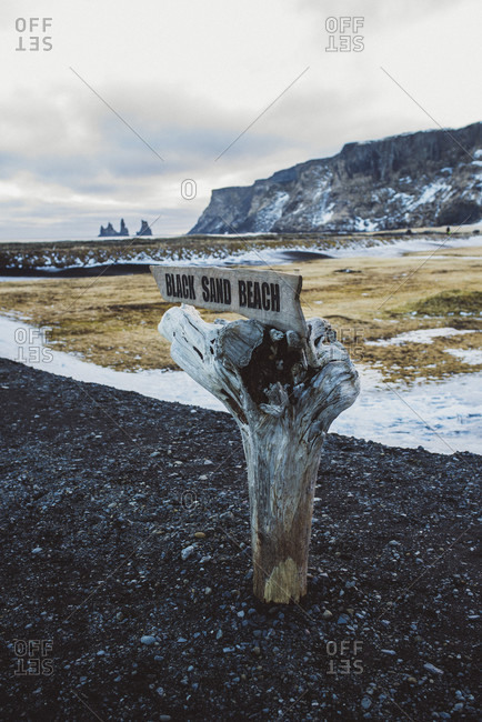 March 13, 2020: Signpost to Black Sand Beach at Vik y Myrdal
