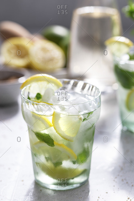 Lime and lemon spritzer with ice