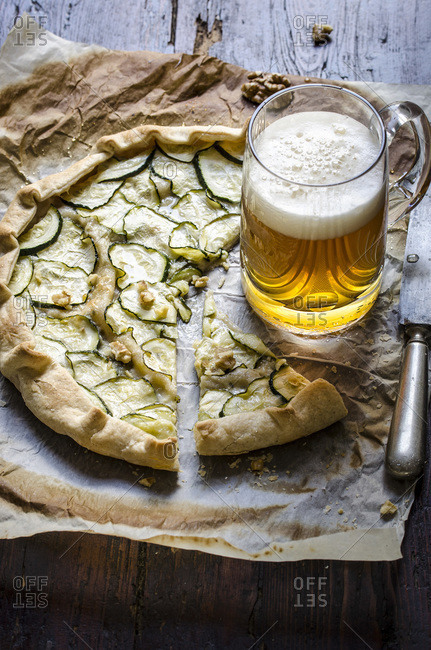 Zucchini and gorgonzola tart served with beer