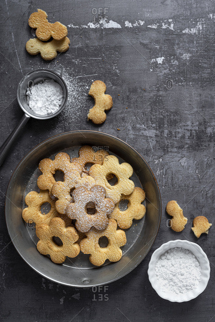 Canestrelli Italian Butter Cookies with powdered sugar