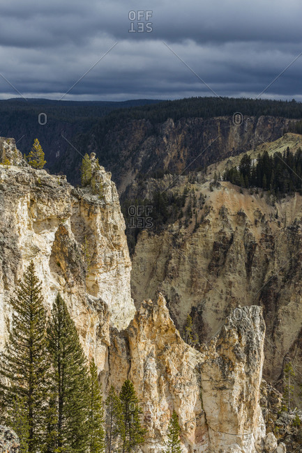 USA, Wyoming, Yellowstone National Park, Cliffs of Grand Canyon in Yellowstone National Park