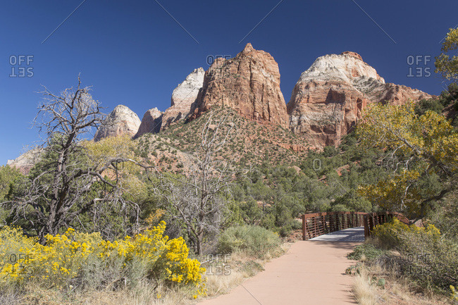 View along the Pa'rus Trail to Mount Spry and the East Temple, autumn, Zion National Park, Utah, United States of America, North America