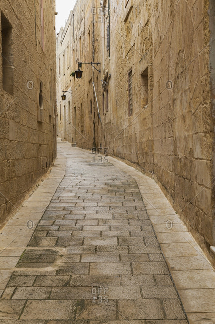 Alleyway in old medieval city of Mdina, Malta