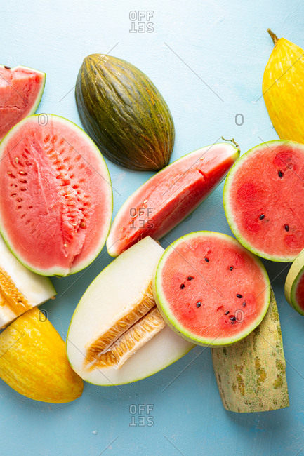 Ripe melon and watermelon slices and chunks