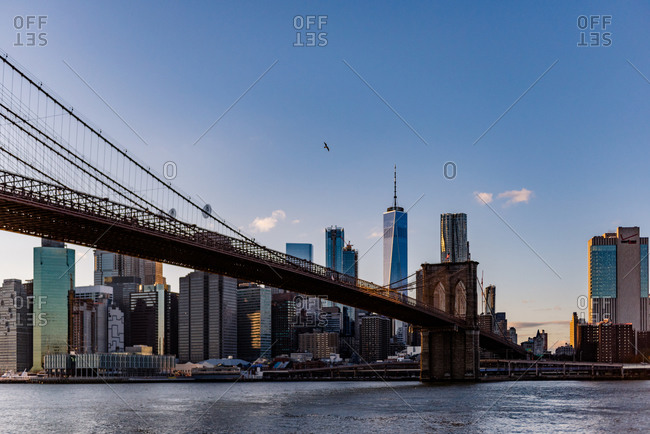 New york, ny, united states - november 19, 2017: the brooklyn bridge and lower manhattan are seen during a sunset