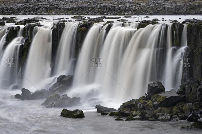 Scenic view of selfoss waterfall on jokulsa a fjollum river, northern iceland