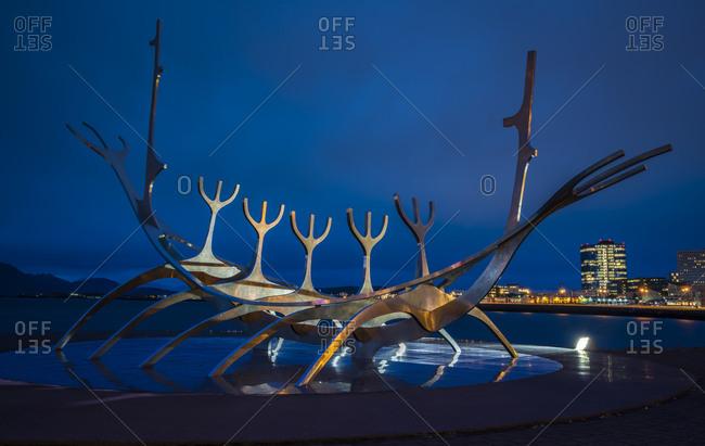 Reykjavik, iceland - october 12, 2017: sun voyager sculpture against blue sky at night, reykjavik, iceland