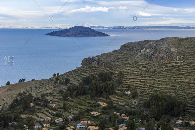 Idyllic shot of titicaca lake with island seen from top of amantani island, peru
