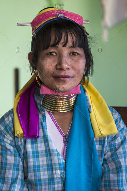 Nyaungshwe, shan, myanmar (burma) - january 20, 2018: portrait of burmese woman from kayan tribe, lake inle, myanmar
