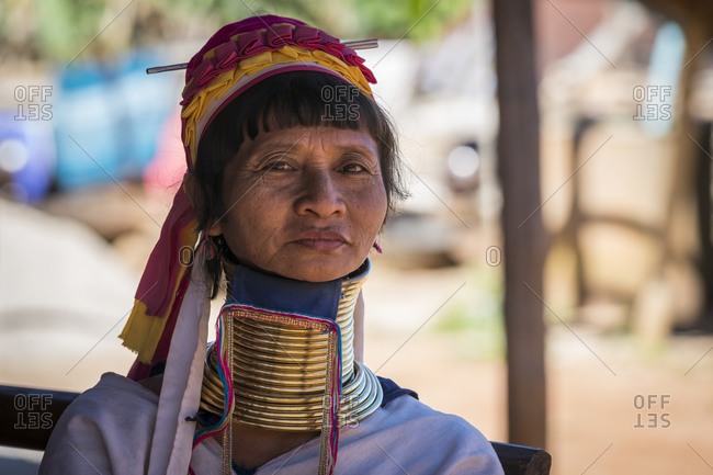 Loikaw, kayah state, myanmar (burma) - january 23, 2018: portrait of burmese woman from kayan tribe, loikaw, myanmar
