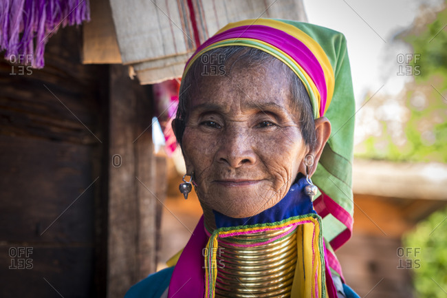 Loikaw, kayah state, myanmar (burma) - january 23, 2018: portrait of senior burmese woman from kayan tribe, loikaw, myanmar