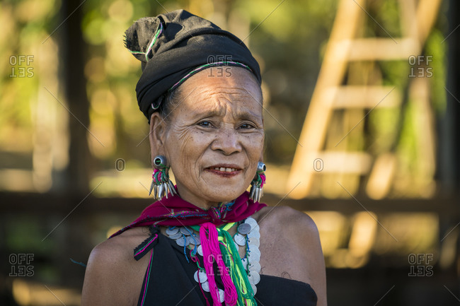 Loikaw, kayah state, myanmar (burma) - january 23, 2018: portrait of smiling woman from kayah tribe looking at camera, loikaw, myanmar