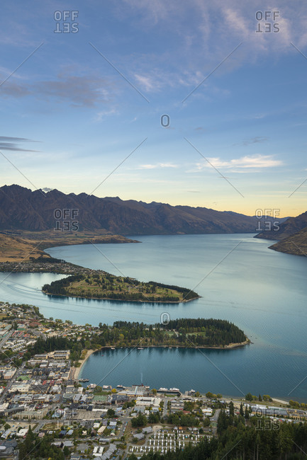 Scenic view of queenstown and lake wakatipu at dusk, otago region, south island, new zealand