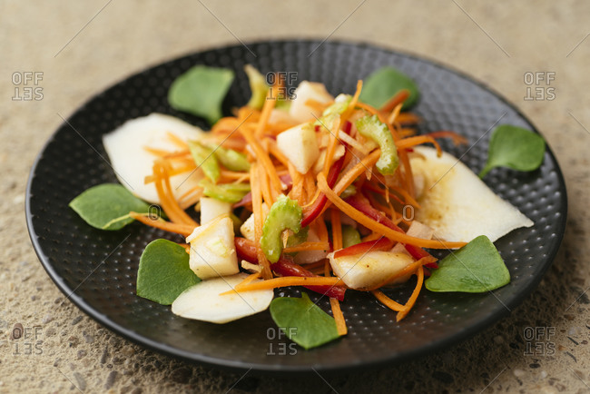 Salad with pears, carrots, celery, bell pepper and winter purslane