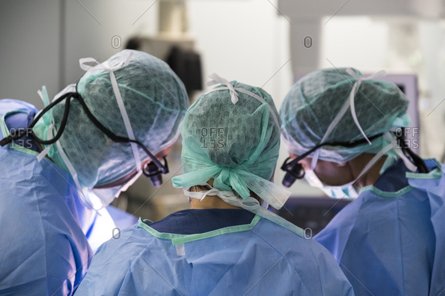 Three surgeons, look at the operating field