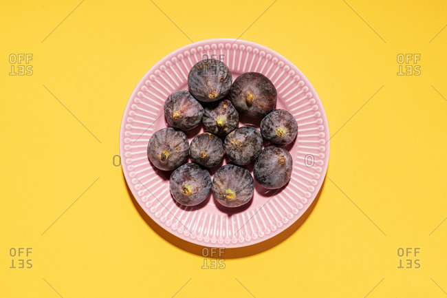 Studio shot of plate with fresh figs