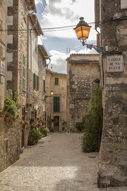 Spain- Mallorca- Valldemossa- Empty alley of old mountain village