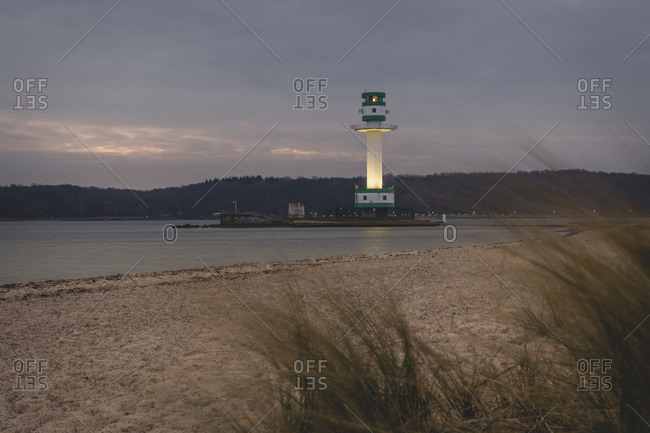 Germany- Schleswig-Holstein- Friedrichsort- Sandy coastal beach at dawn with lighthouse in background