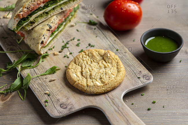 Healthy veggie sandwich with pesto and homemade cookie