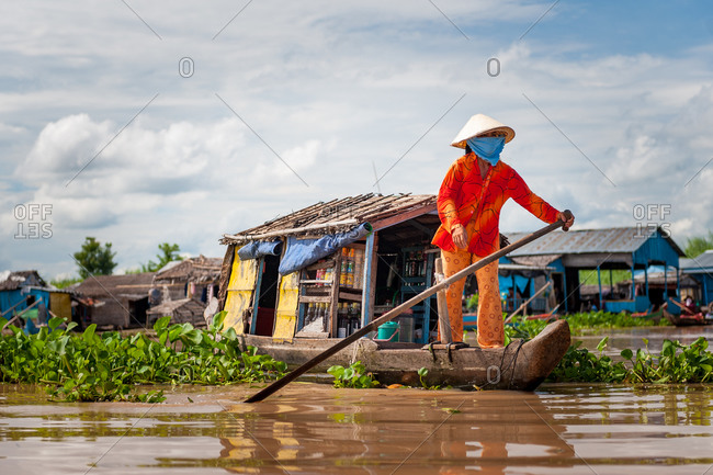 Floating Village, Kompong Chnang, Cambodia - 25 May 2009: Colorful Khmer Woman Sells Drinks From  Floating Shop  To Floating Houses.