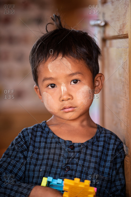 PADUANG PEOPLE,  HILL TRIBE, PAN PET VILLAGE, KAYAH STATE, MYANMAR - 24 January 2017: Portrait of young Kayan girl not wearing brass coils placed around the neck, to lengthen it.