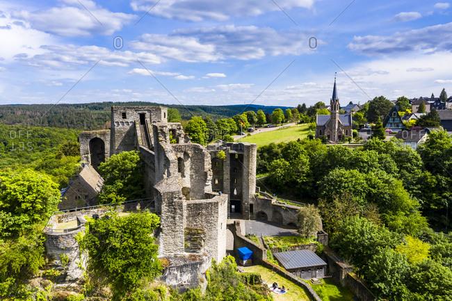 Drone shot of travelers at Burg Hohenstein- Bad Schwalbach- Rheingau-Taunus-Kreis- Hesse on sunny day- Germany