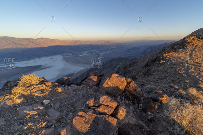 Sunrise at Dantes View overlooking the salt flats at Badwater Basin in the valley below