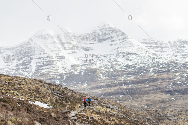 Hiking in the Scottish Highlands in Torridon along The Cape Wrath Trail towards Loch Coire Mhic Fhearchair