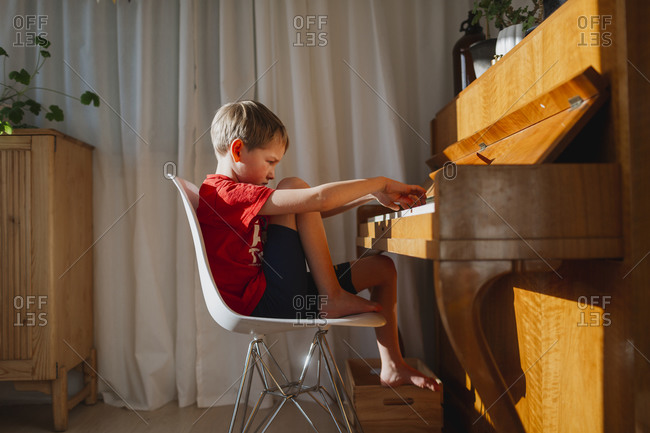 Boy playing piano - Offset Collection