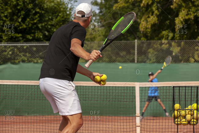 Man playing tennis - Offset Collection