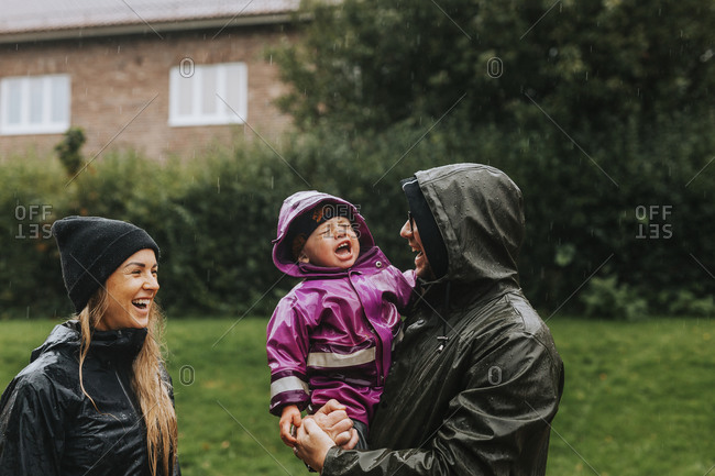 Toddler girl with parents - Offset Collection