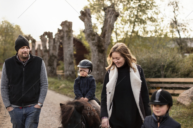Family during horse ride - Offset Collection