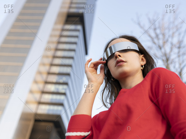 Caucasian woman with sunglasses in city