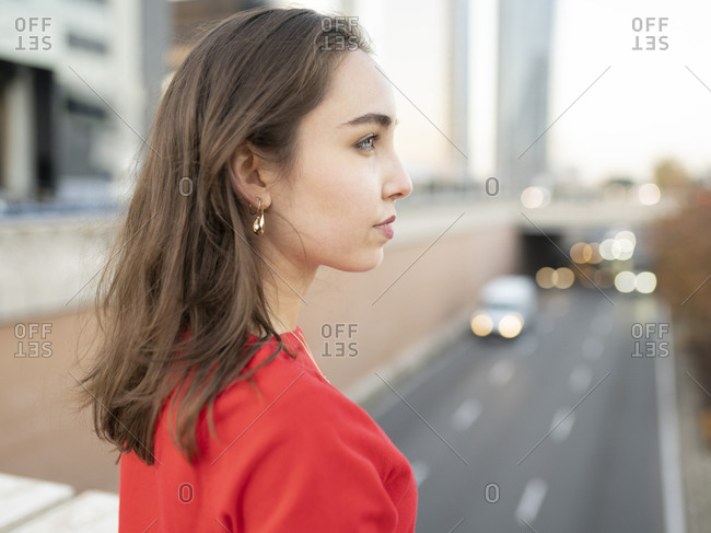 Thoughtful woman looking away in city