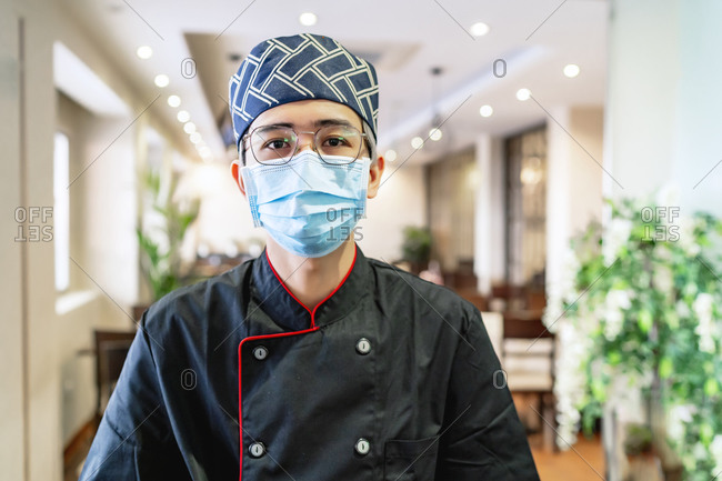 portrait of japanese chef expert in sushi