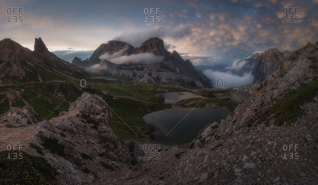 , the lakes di piani and on the right entering a mammatus clouds