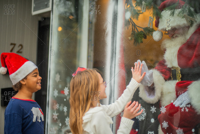 Tween girls connect with santa