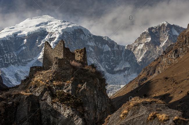 Ruined Dzong at Jangothang with the face of Jomolhari visible behind