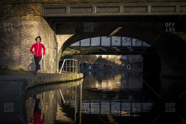 Lizzy Hawker the world champion endurance athlete training beside Regents canal in London