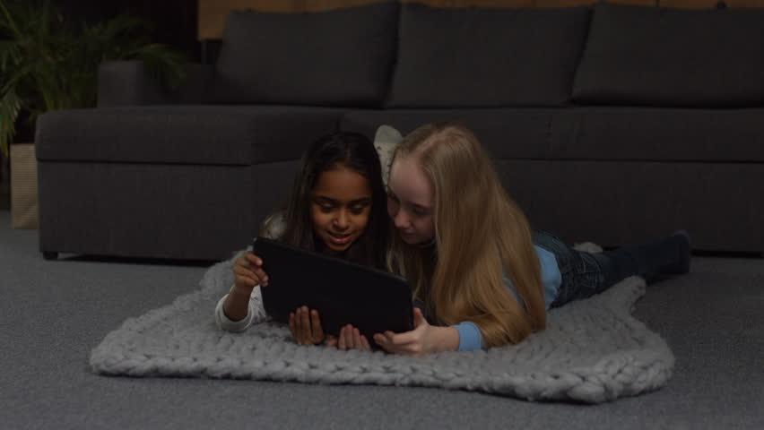 Adorable Multi Ethnic Preteen Girls: Video de stock (totalmente libre de regalías) 1007181895 | Shutterstock