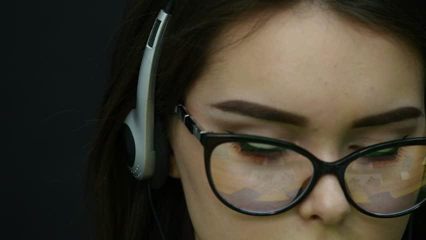 Woman talking on the headset in an office | Shutterstock HD Video #1008124579