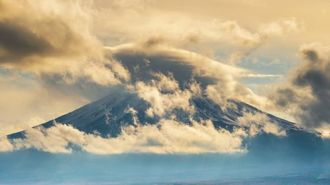Time lapse of Fuji mountains and clouds in Japan